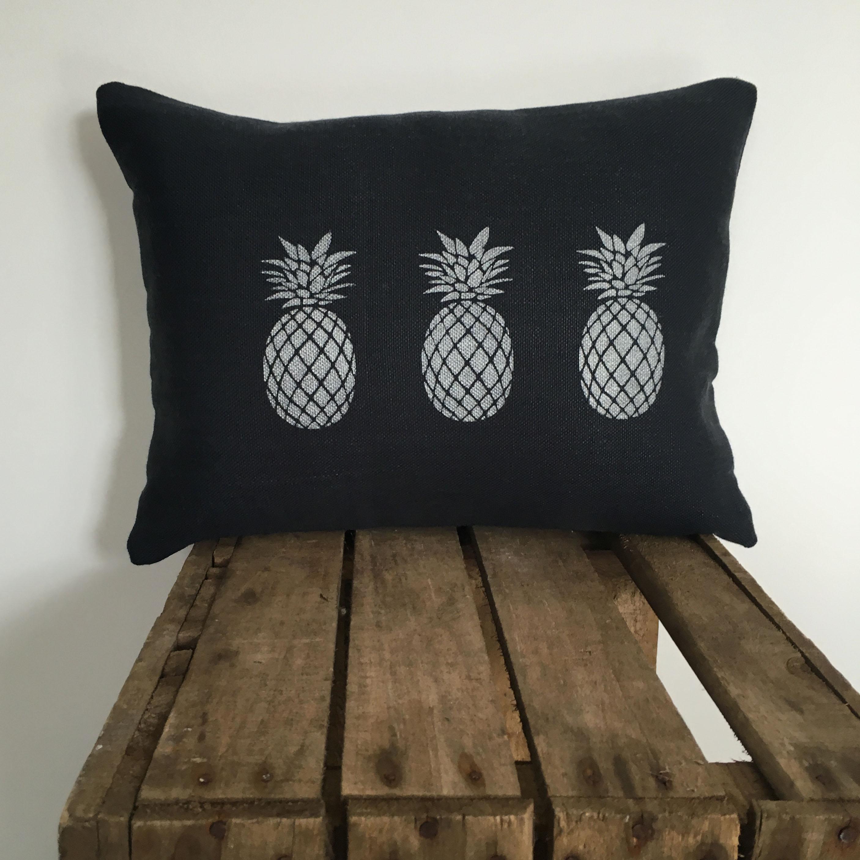 Coussins lin ananas argent affaires de famille for Ananas deco argent